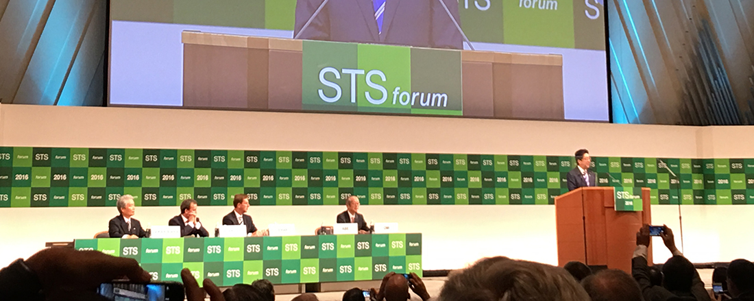 Japanese Prime Minister speaking at podium before a full room at the 2016 STS Forum.